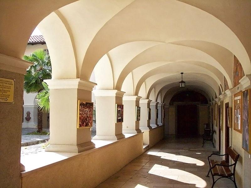 800px-rijeka-trsat-churchs_courtyard1.jpg